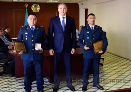 В Шахтинске наградили полицейских, спасших школьницу от суицида