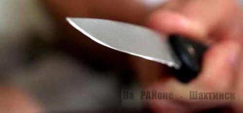 Житель Шахтинска несколько раз ранил друга за оскорбление своей матери