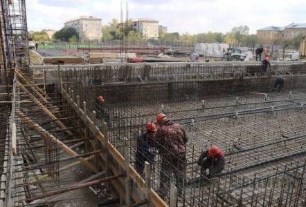 Усиленные работы по строительству физкультурно-оздоровительного комплекса