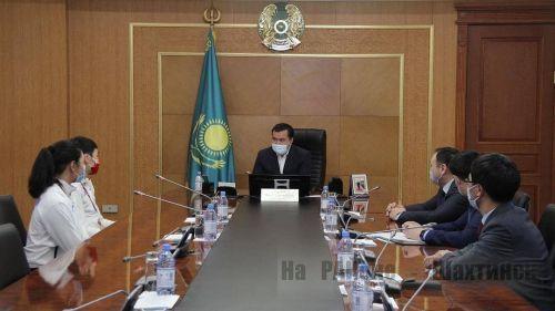 Аким области поздравил карагандинских боксёров