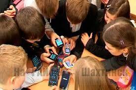Запрет на «смартфоны» в школах РК дает положительный результат