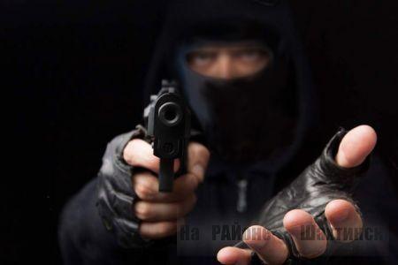 Грабитель напал на жителя Шахтинска