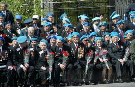 Ветеранов Великой Отечественной Войны у нас осталось около 4000 человек