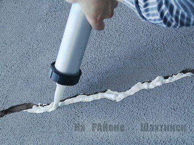 Как заделать щели монтажной пеной