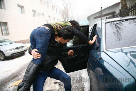 Житель села Аксой похитил возлюбленную