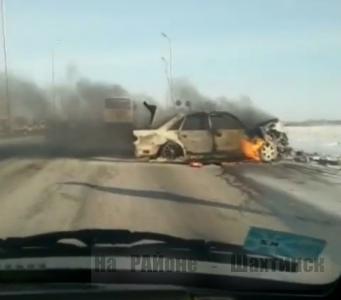 Машина сгорела и четверо пострадали в ДТП на трассе Караганда-Шахтинск