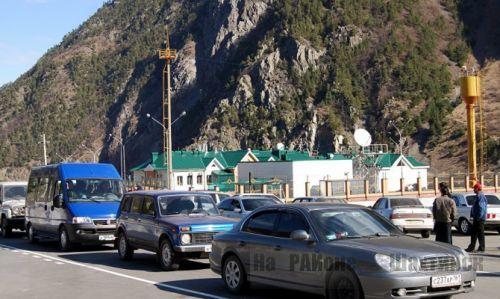 Десятки фур, везущих товары из Турции в Казахстан, скопились у границы РФ