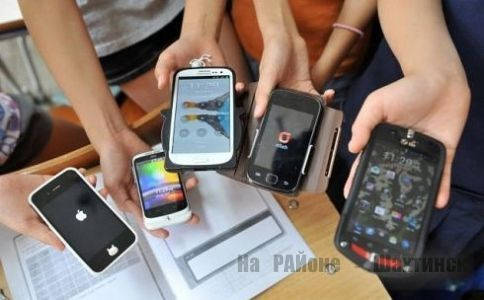 В школах Казахстана могут запретить смартфоны.