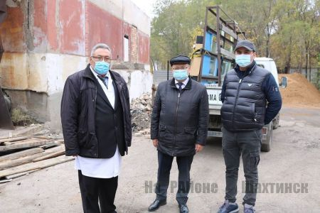 Аким города посетил строящееся инфекционное отделение