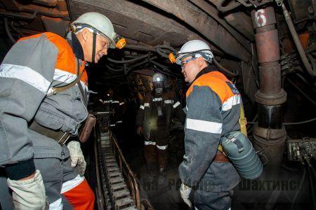 Аким Карагандинской области  встретился с шахтёрами