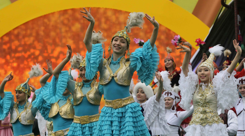 Природы гиф, открытки на праздники в казахстане