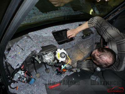 Шумоизоляция (проклейка) панели приборов автомобиля.